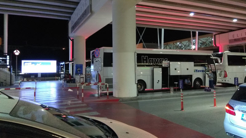 Автобус Хаваш в аэропорту Измир